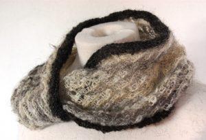 gedraaide nekwarmer van handgesponnen wol